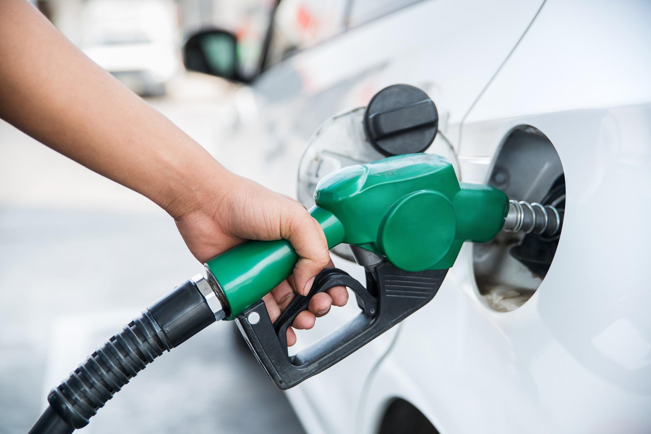 ٦ طرق ذكية لتقليل إستهلاك الوقود في سيارتك